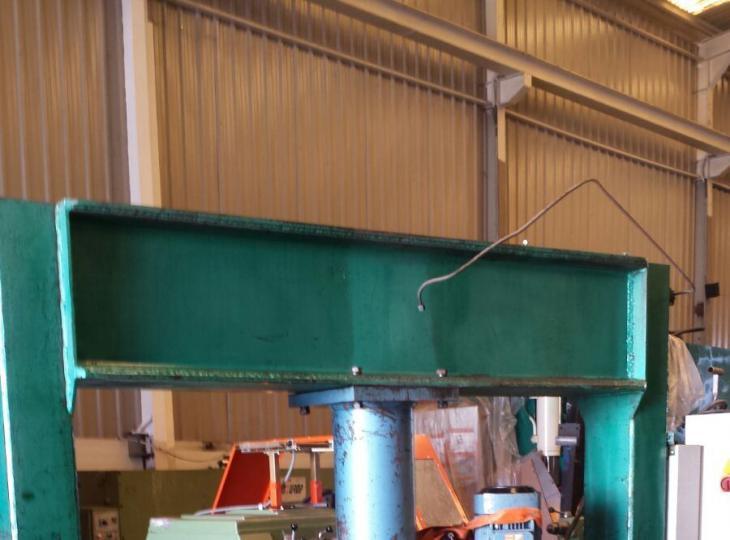 Prensa hidraulica  taller 300 Tn