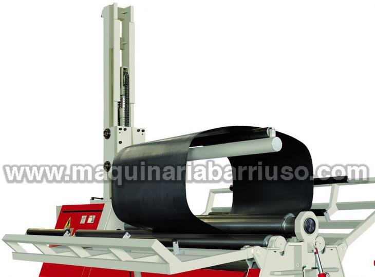 Cilindro AKYAPAK Mod. AHS 30/13 de cuatro rodillos y de 3050 x 16/13 equipado con soporte central y soportes  laterales