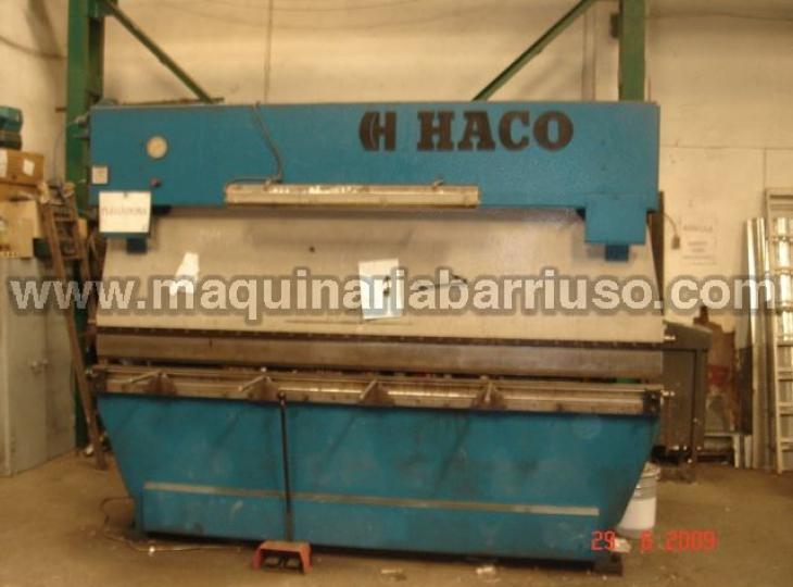 Plegadora hidraulica HACO de 3000 x 135 Tn. de potencia.